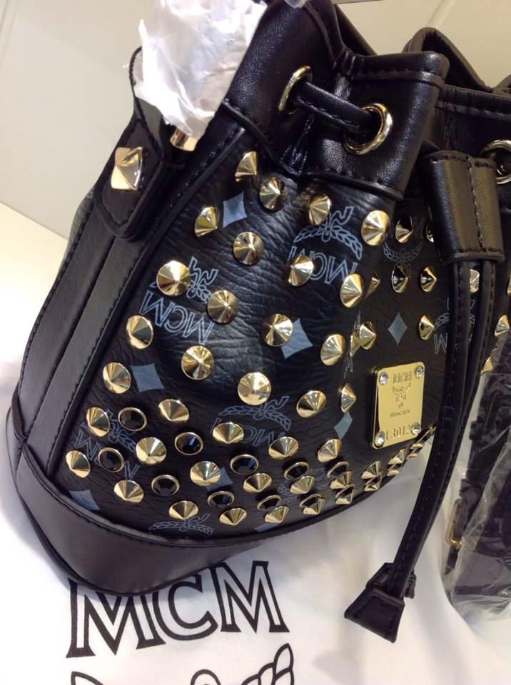 一手货源 MCM黑色水桶包 Mini单肩包 真皮抽绳