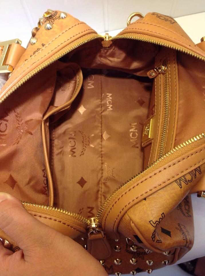 广州包包批发 MCM土黄色枕头包 单肩包 专柜同款
