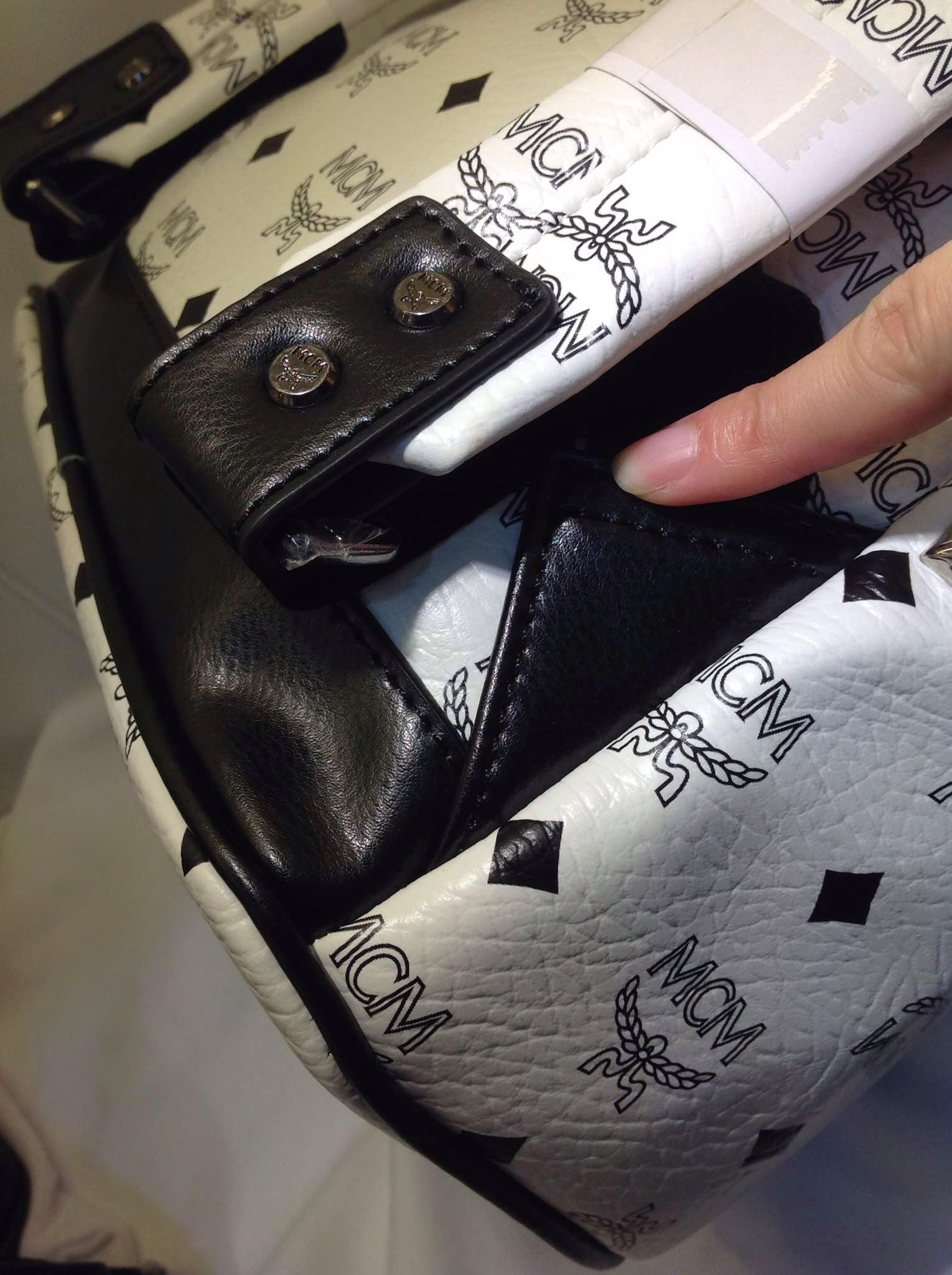 一手货源 MCM经典侧钉款中号 包身pvc配牛皮 白色黑色