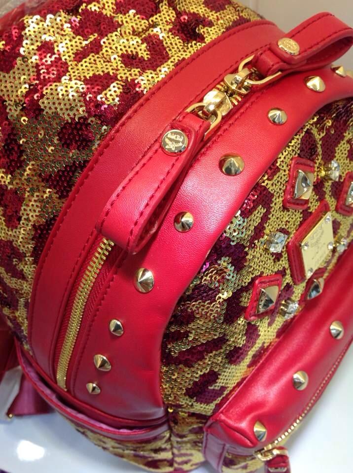 广州白云皮具城 MCM珠片款 两色双肩包 时尚靓丽