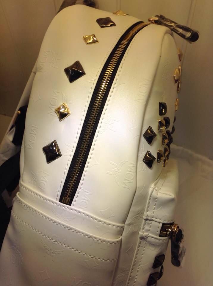 广州一手货源 MCM小M钉浮雕款 白色小号 双肩包