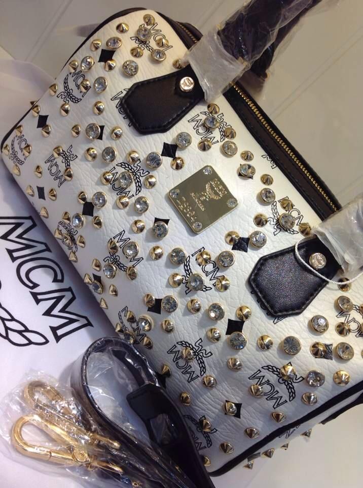 MCM专柜同款 时尚新款枕头包 白色黑色 单肩包
