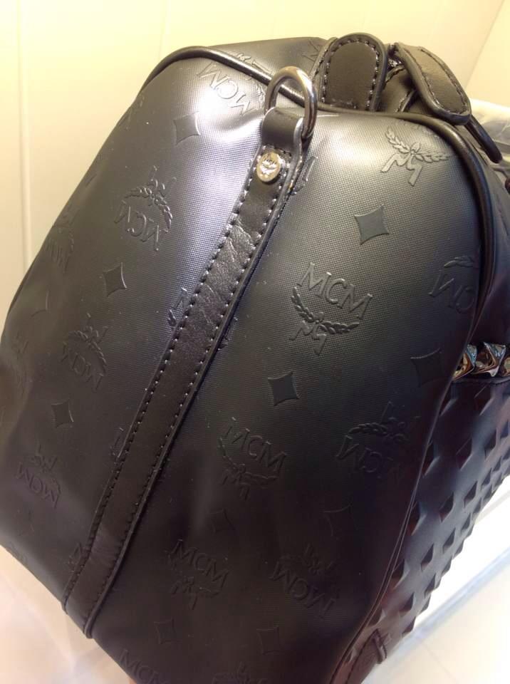 诚招代理MCM朋克风 原版牛皮压花设计 专柜对版 低调旅行袋