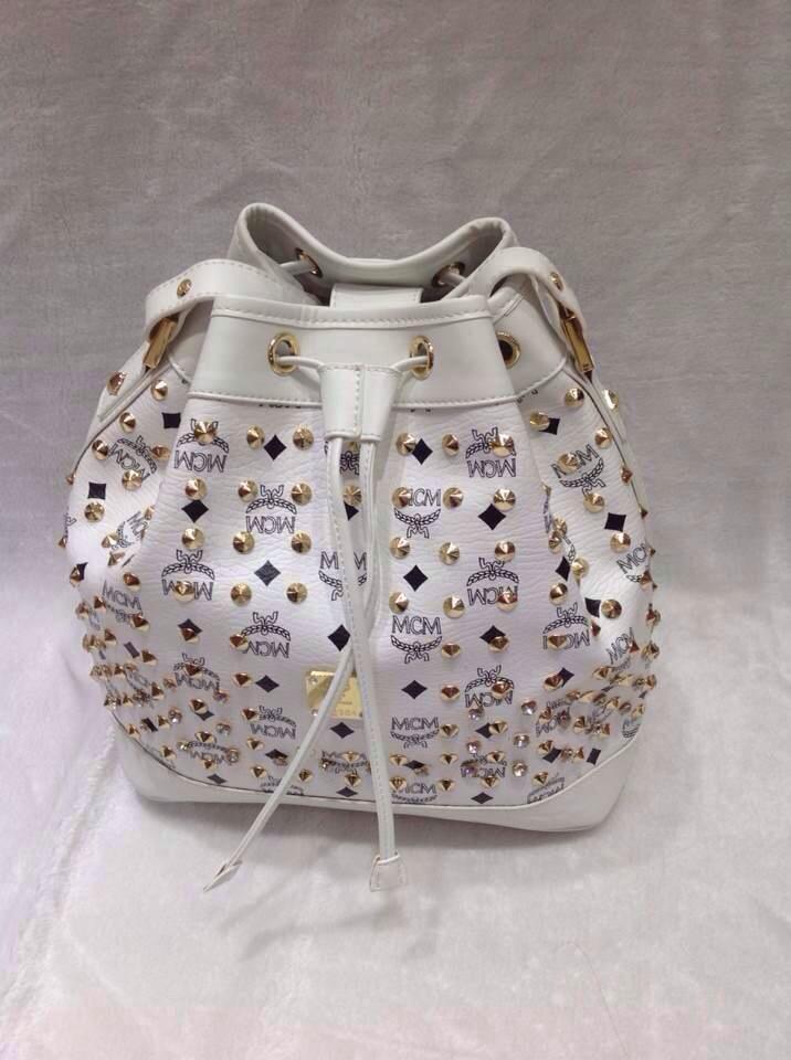 厂家直销 MCM小号白色单肩包 钉钉水桶包 一件代发