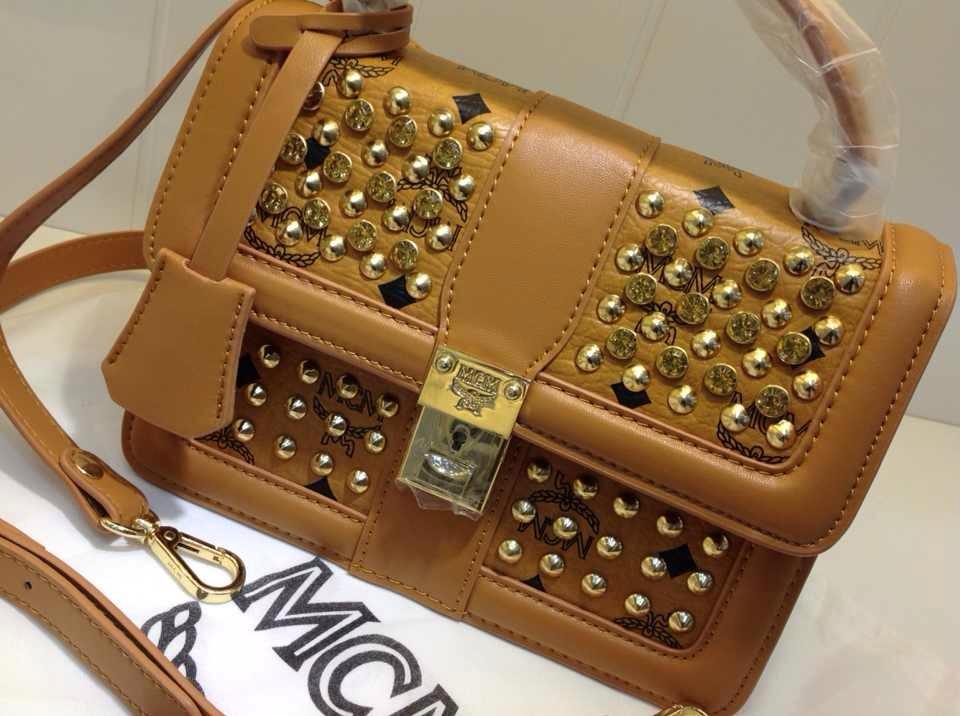 MCM土黄色专柜新款 时尚手提包 柳钉手袋