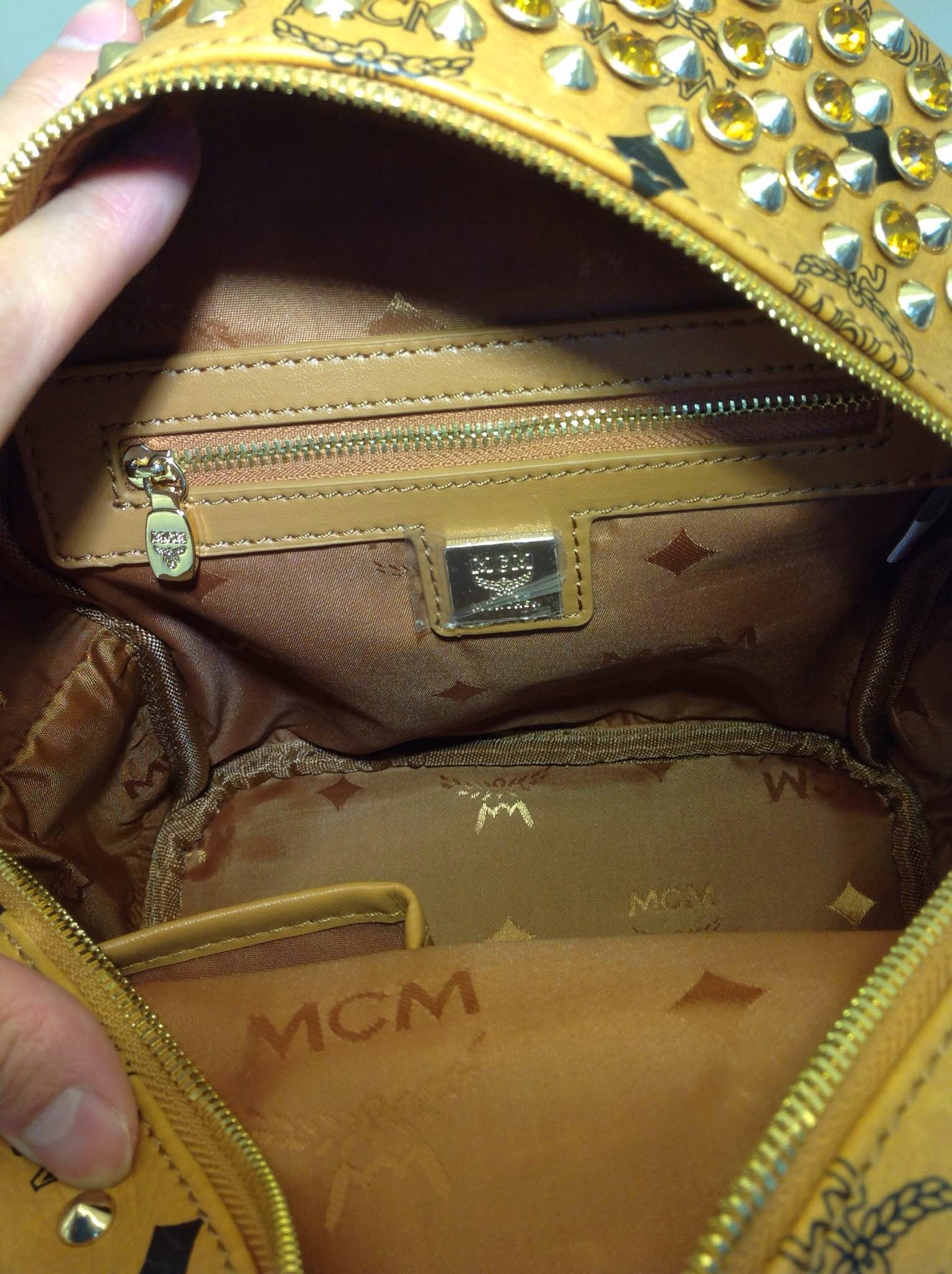 MCM彩色水钻系列 三色可选 双肩包批发
