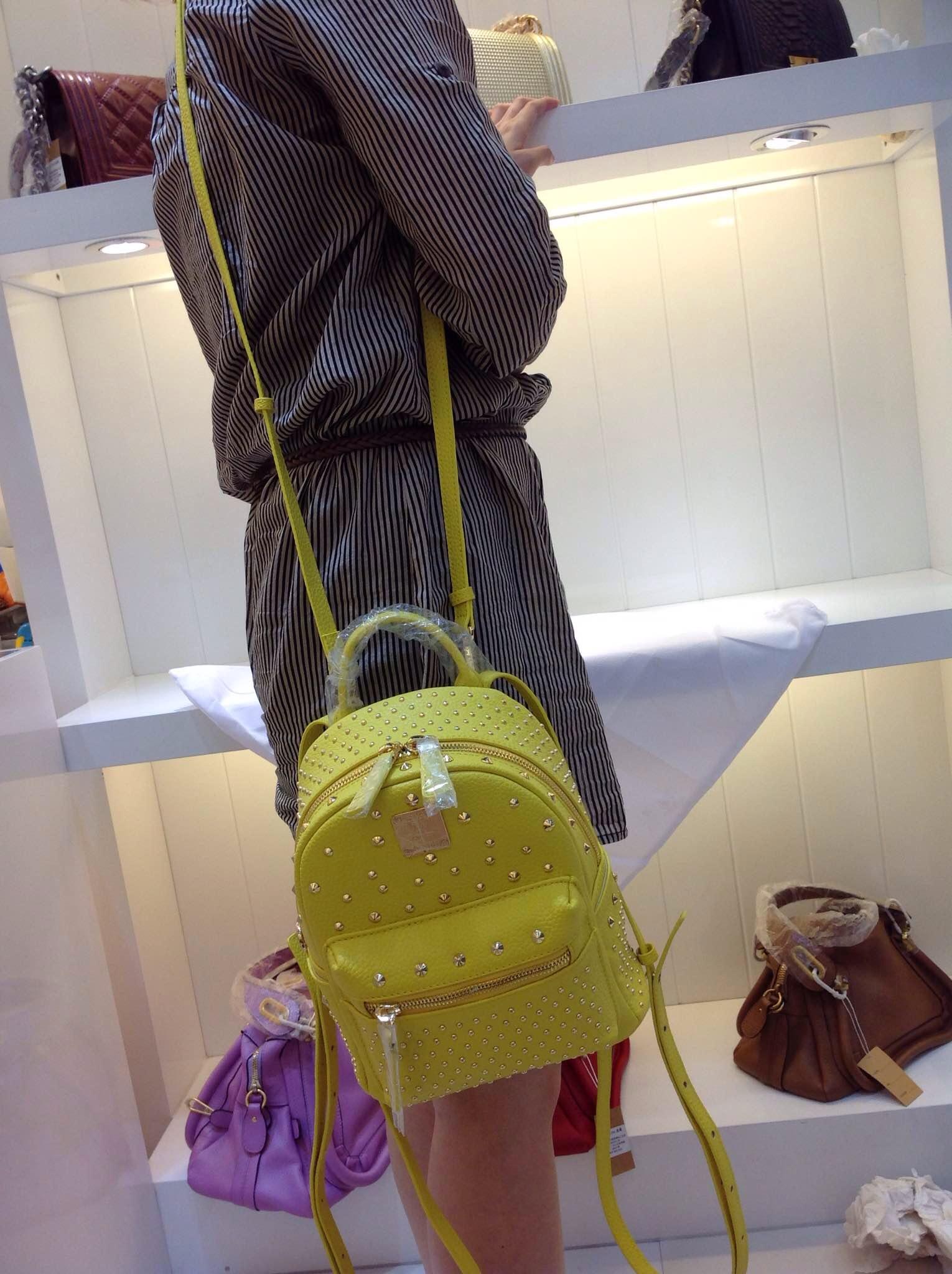 MCM女士背包 正品品质斜挎包 柠檬黄 进口原版皮