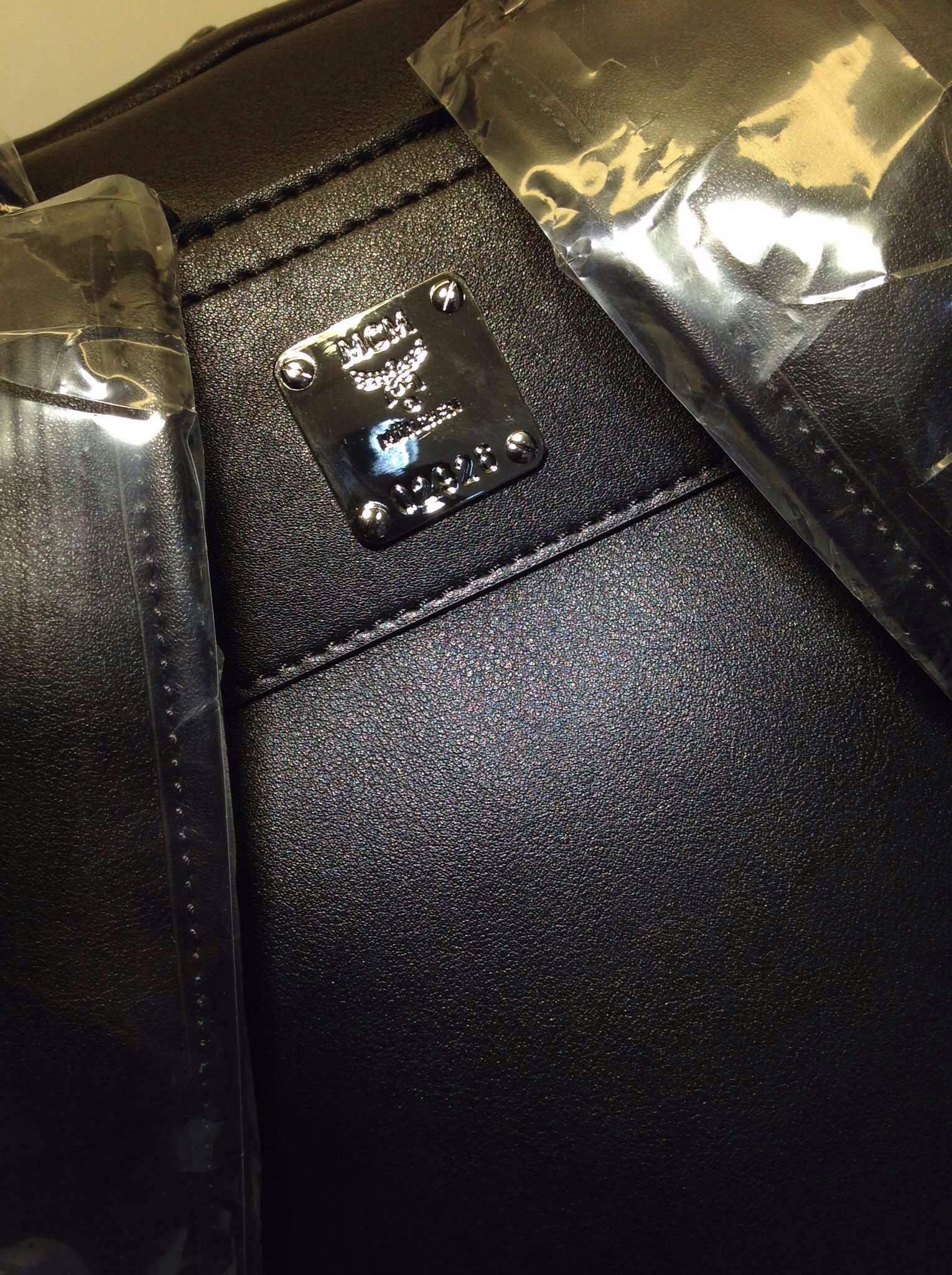MCM专柜新款 牛皮压花 中号双肩包 一件代发