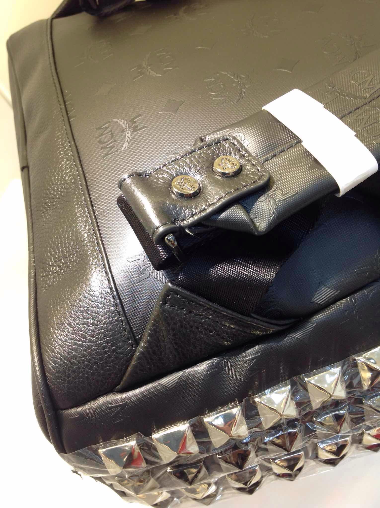 MCM 田亮款 黑色压纹 铅钉配银双肩包 PVC配牛皮中号