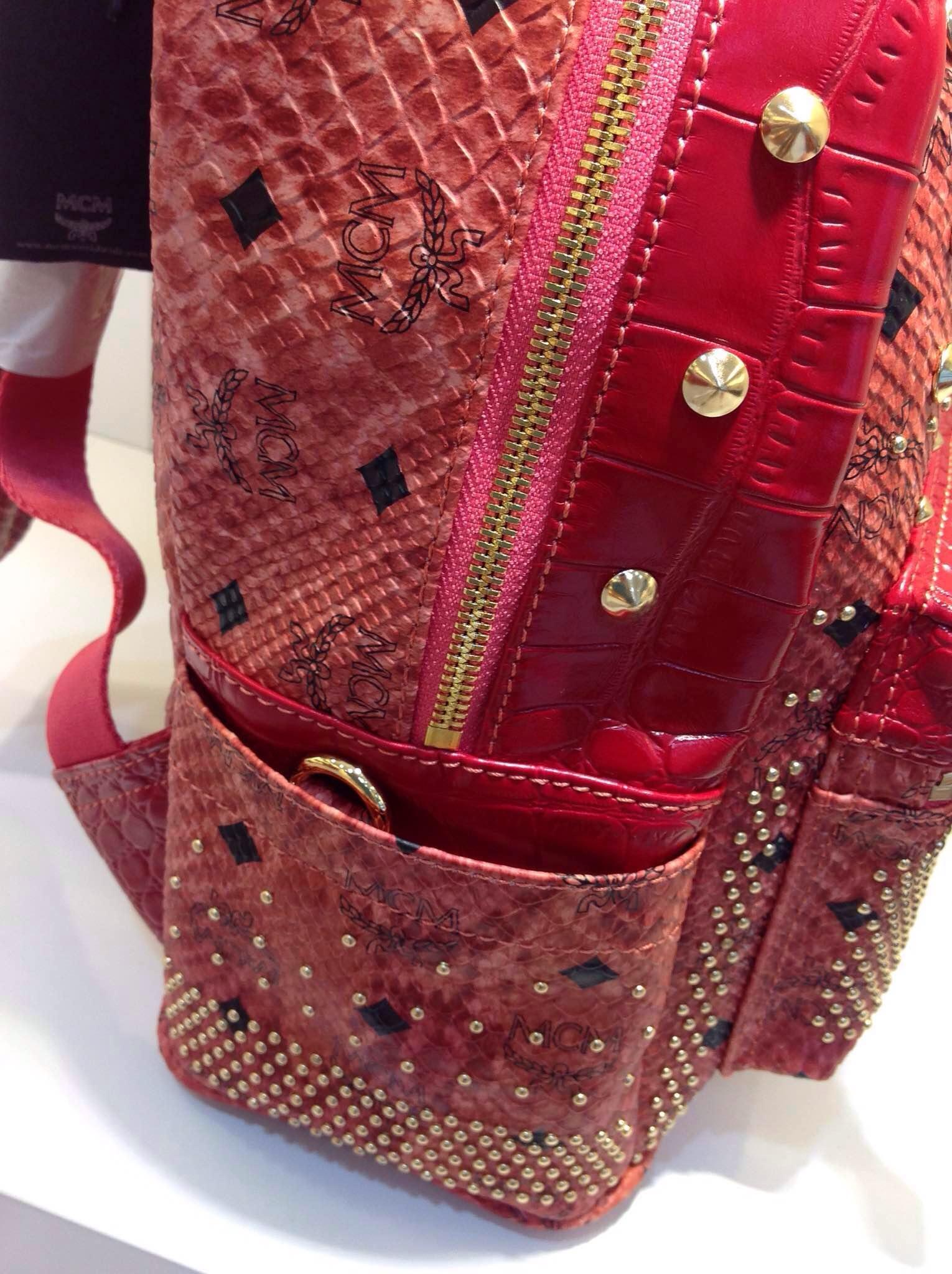 MCM蛇纹系列经典款 原版皮女士双肩包 顶级工艺背包 包包批发