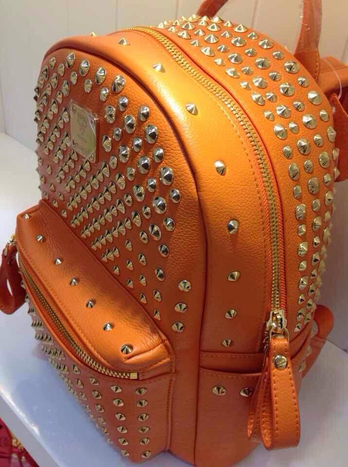 MCM热款 中号包包满钉背包 女士双肩包多色 进口皮料
