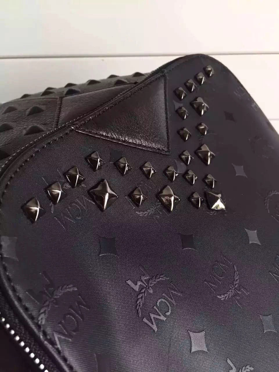 MCMV钉方包 品牌专用料配牛皮 铅色五金 全套包装