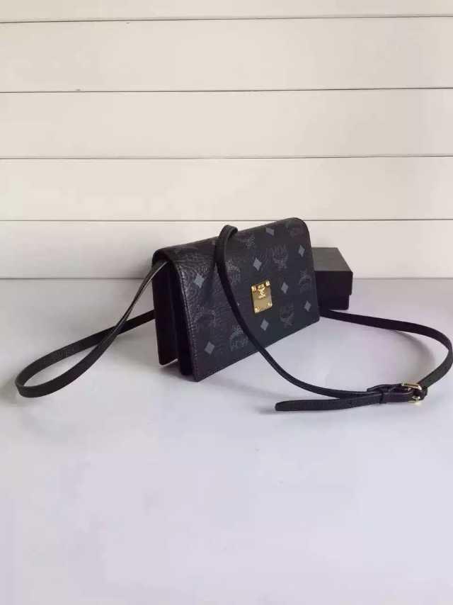 MCM原单官网 正品同步 专卖店主推包包 黑色钢铁黑女包批发