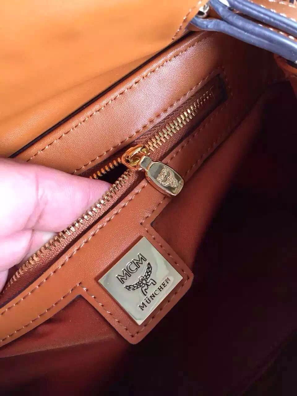 MCM专柜新款邮差包 铆钉镶钻 信封盖口 原单品质 土黄