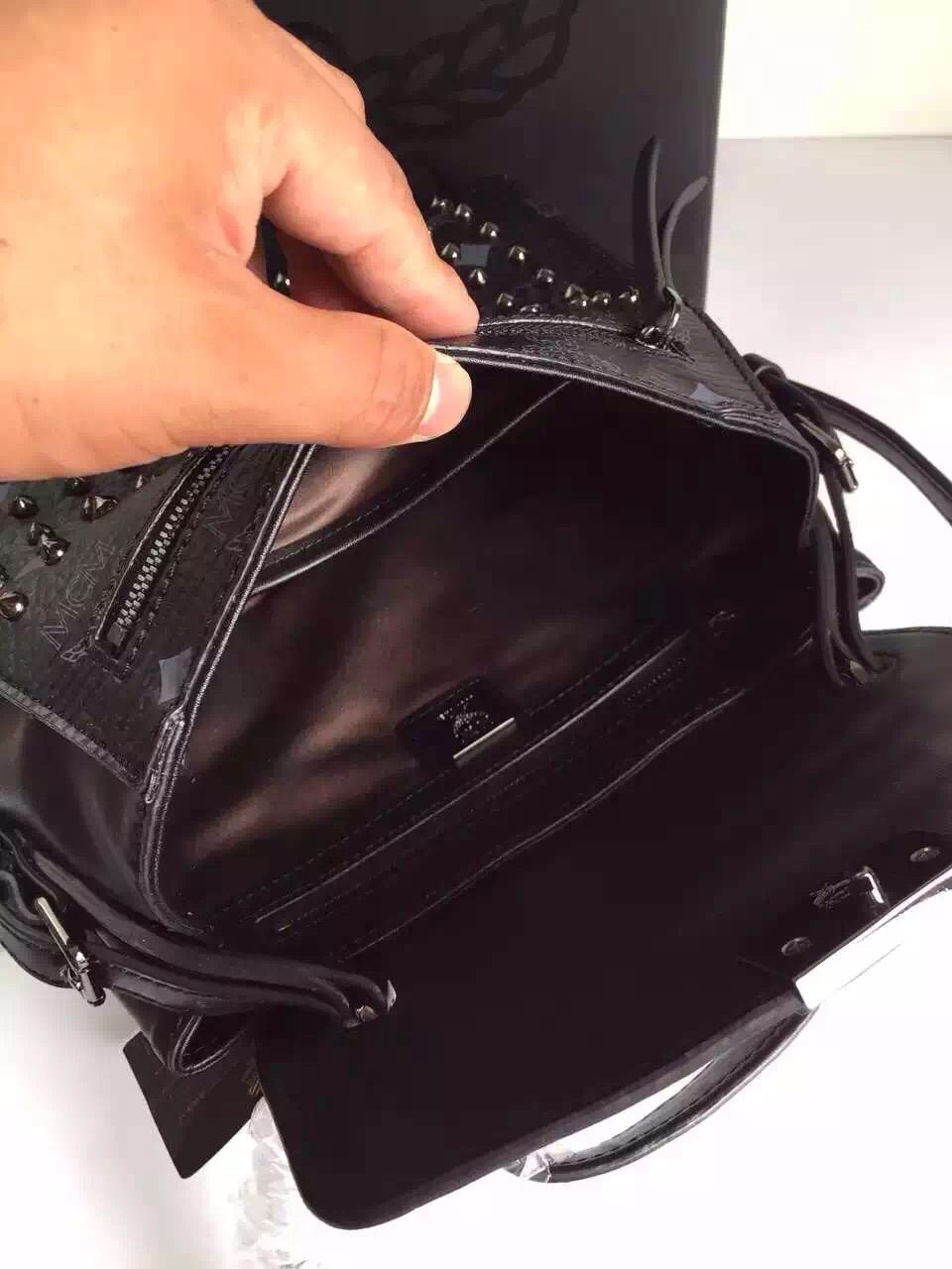MCM官网 铆钉镶钻邮差包 全套包装原单包包 斜挎包 黑色