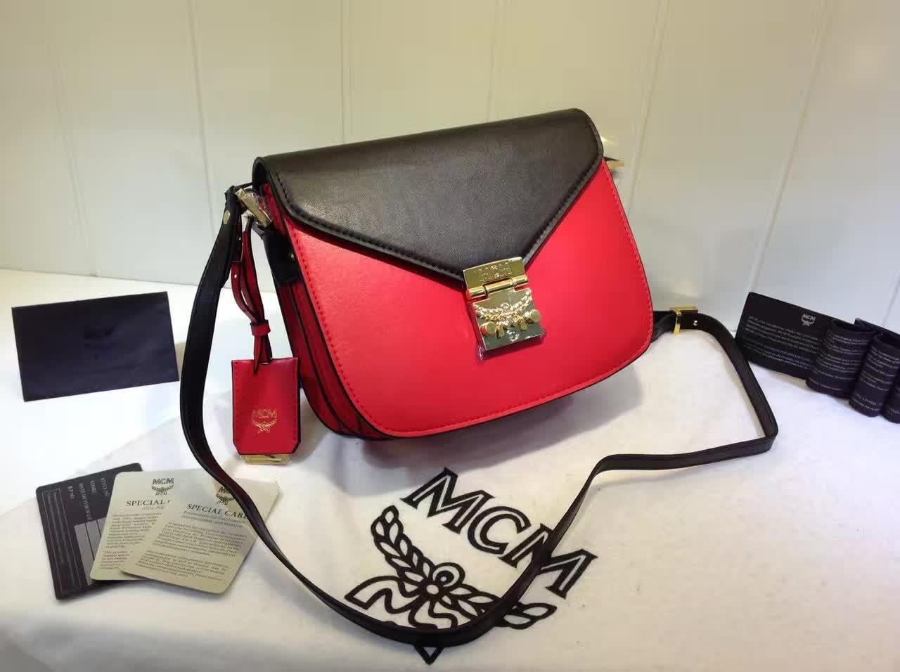 MCM官网 Patricia系列邮差包 外观简约时尚 翻绒内里 实用多隔层 黑红