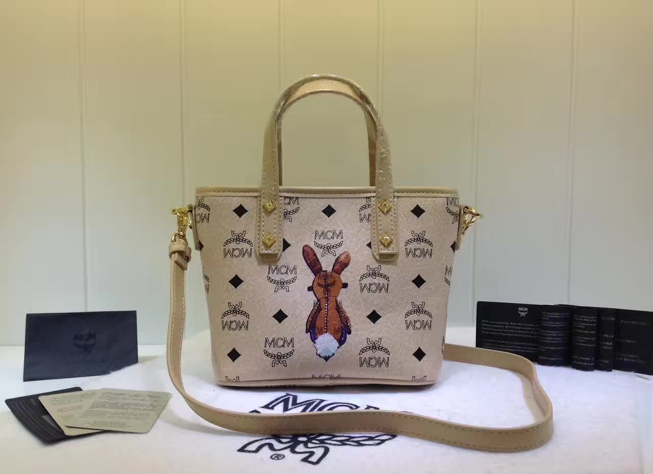 MCM包包批发 2017专柜新款 兔子购物袋造型mini斜挎包 米白