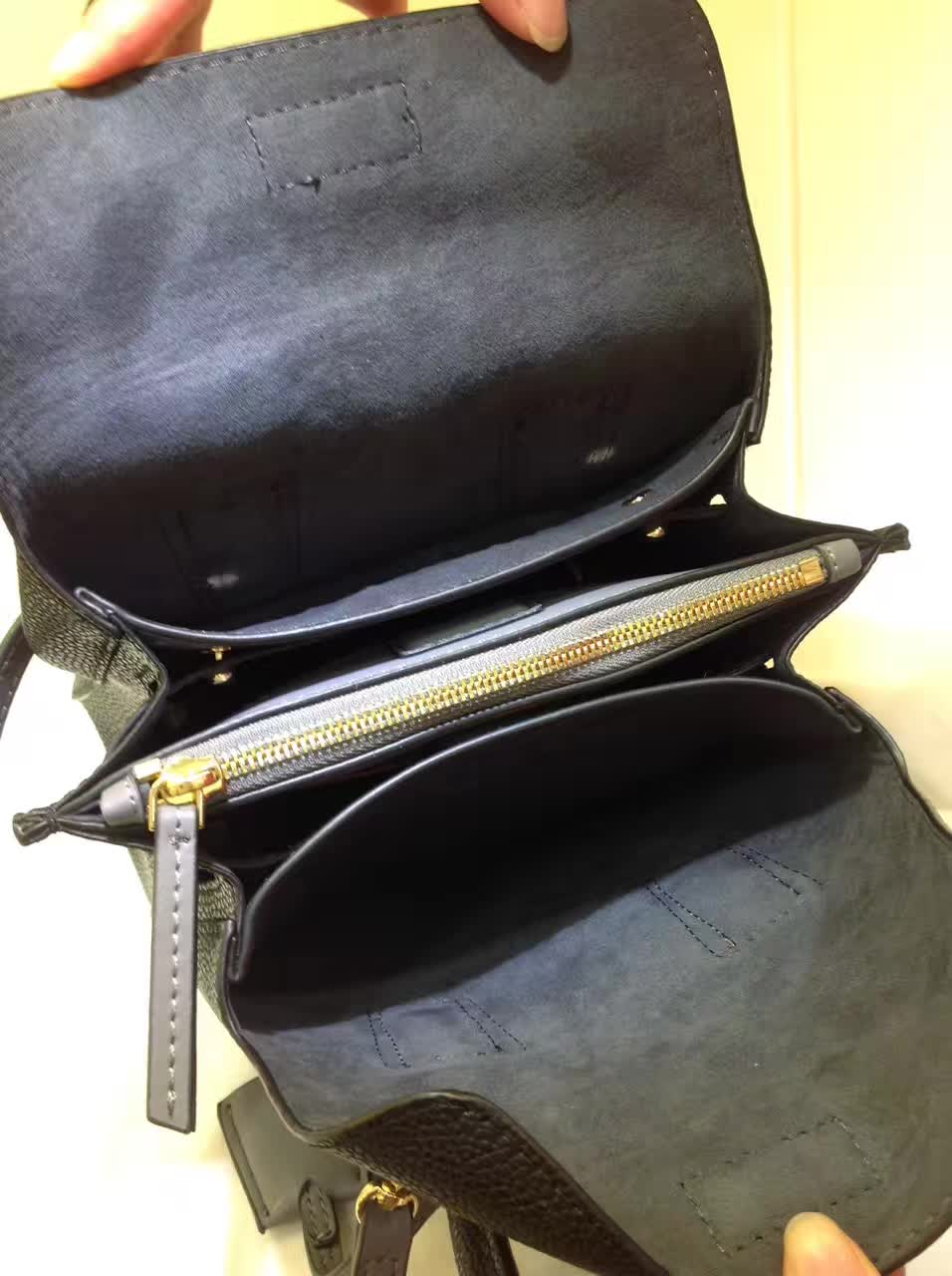 MCM韩国官网 Milla单肩包 原版特殊颗粒牛皮 崭新袋口开合设计 黑色