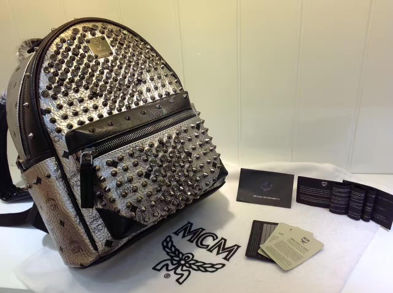 MCM包包批发 BIONIC系列背包 全新金属牌 耐用绒布内里 ykk拉链头配U型扣 银色