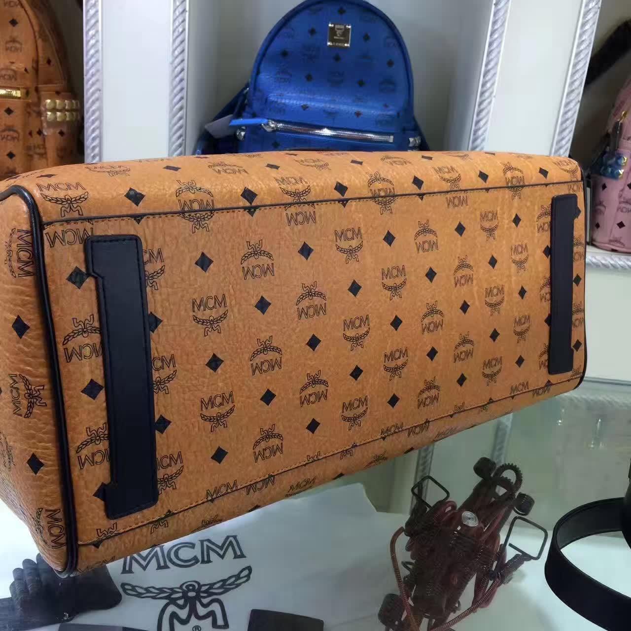 MCM男包 Nomad系列旅行袋 PVC配牛皮内里猪皮 铜牌独立编码 土黄
