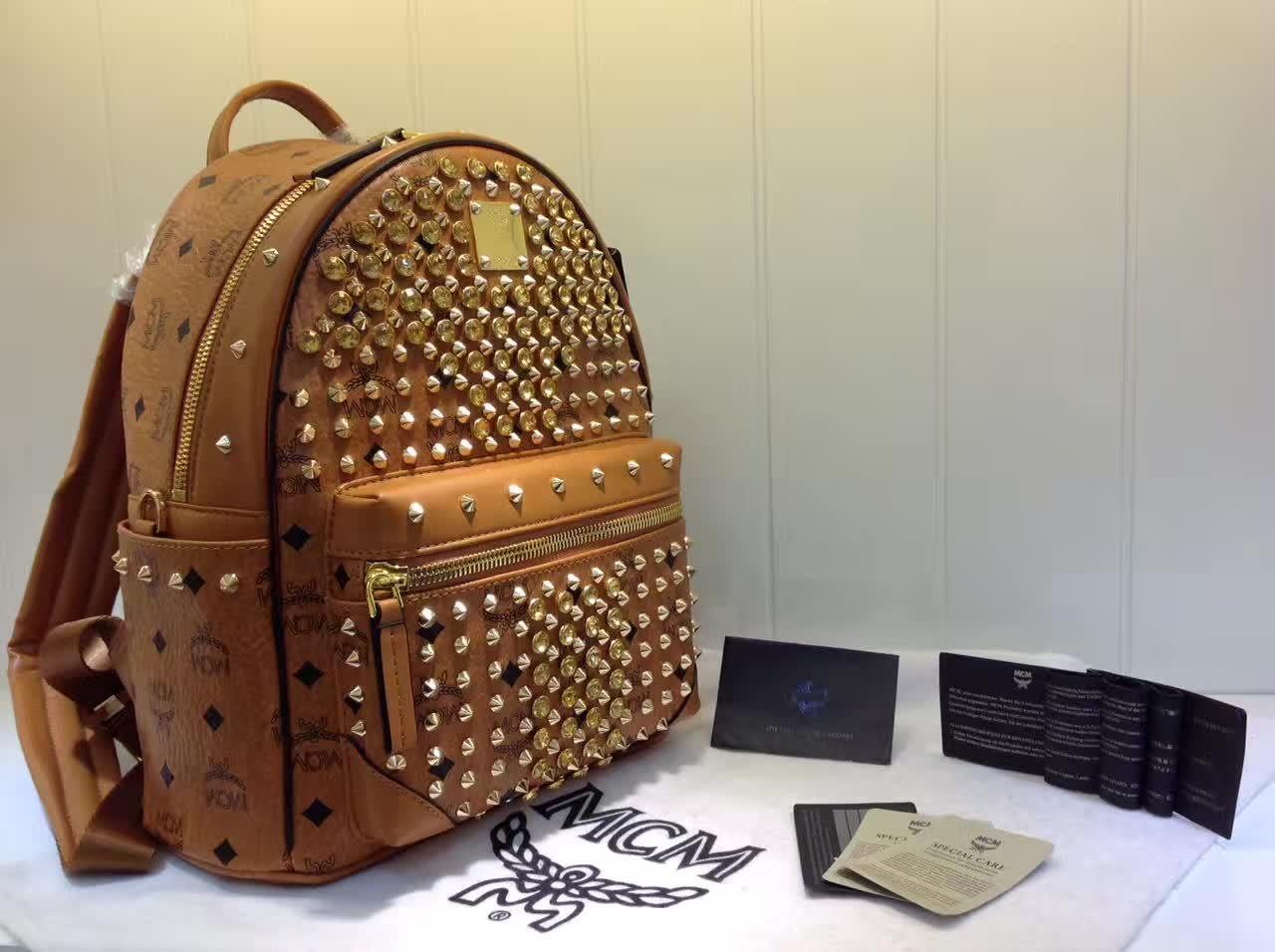 MCM包包批发 BIONIC系列背包 全新金属牌 耐用绒布内里 ykk拉链头配U型扣 土黄