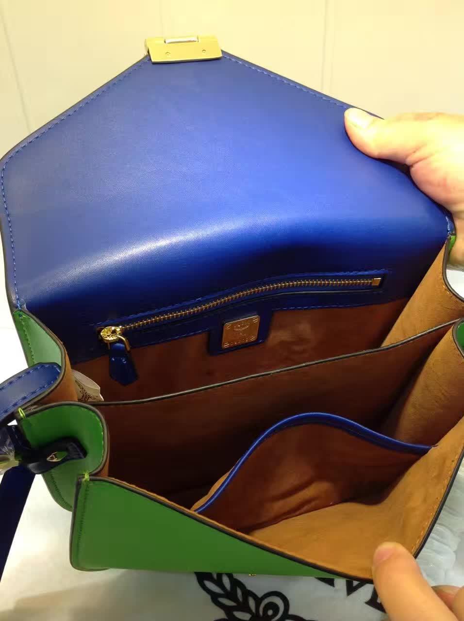 MCM官网 Patricia系列邮差包 外观简约时尚 翻绒内里 实用多隔层 蓝绿