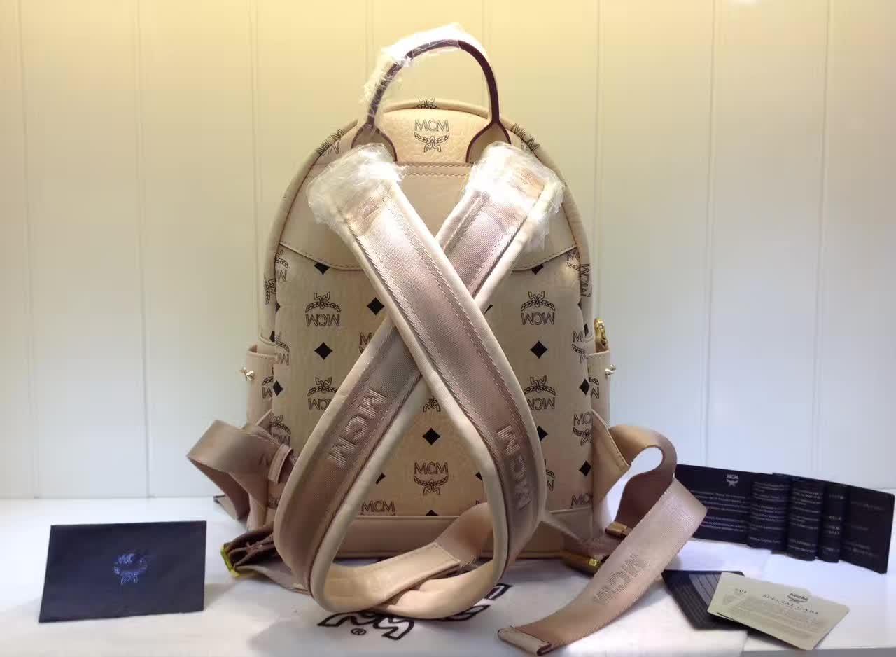 MCM包包批发 BIONIC系列背包 全新金属牌 耐用绒布内里 ykk拉链头配U型扣 米白