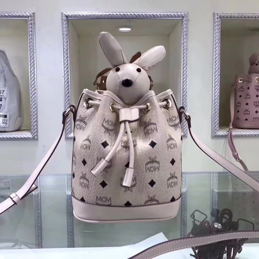 MCM官网 兔型摆件水桶包 Visetos印花 小兔子摆件可拆卸 米白