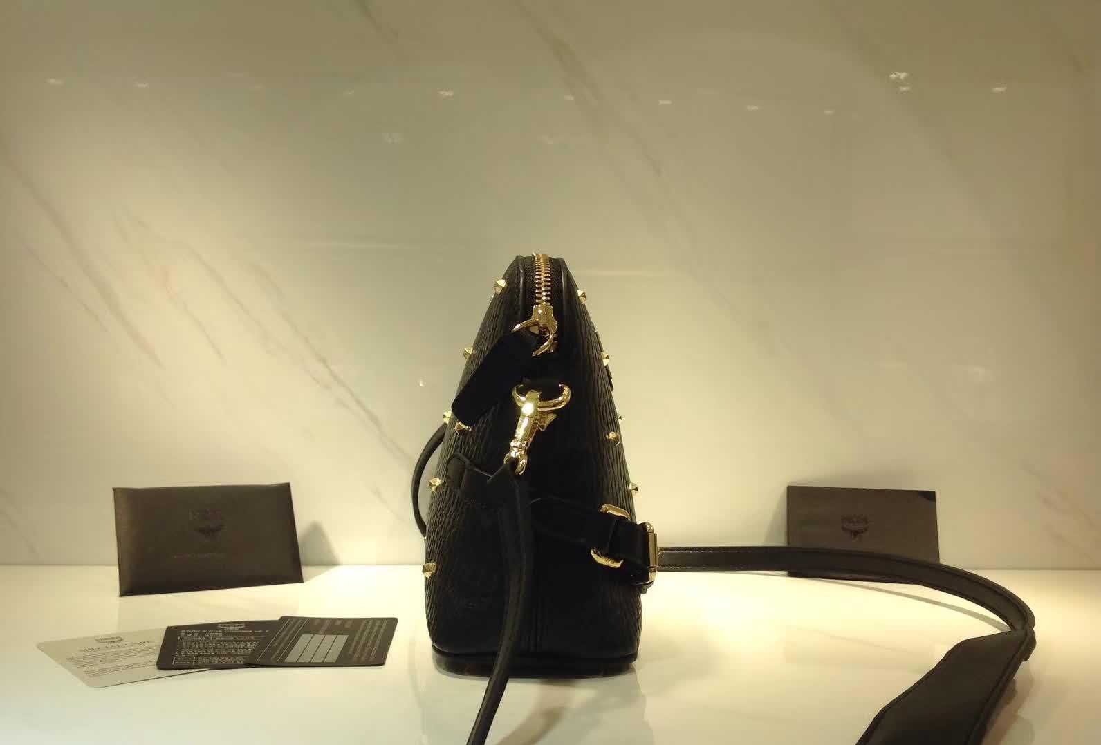 广州白云皮具城 MCM经典百搭贝壳包 进口粗纹PVC面料配原版牛皮 细腻绒布内里 黑色