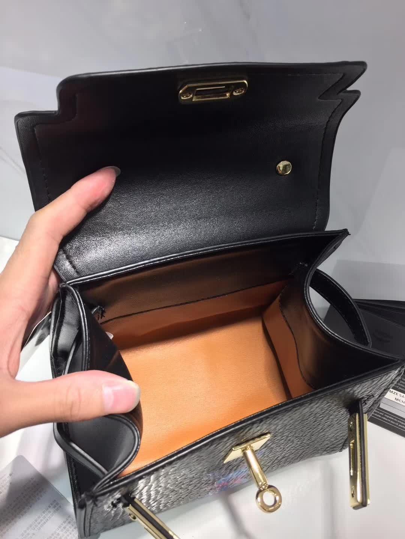 MCM官网 HERITAGE高档经典手工制作系列mini kelly 铜牌经典款 黑色