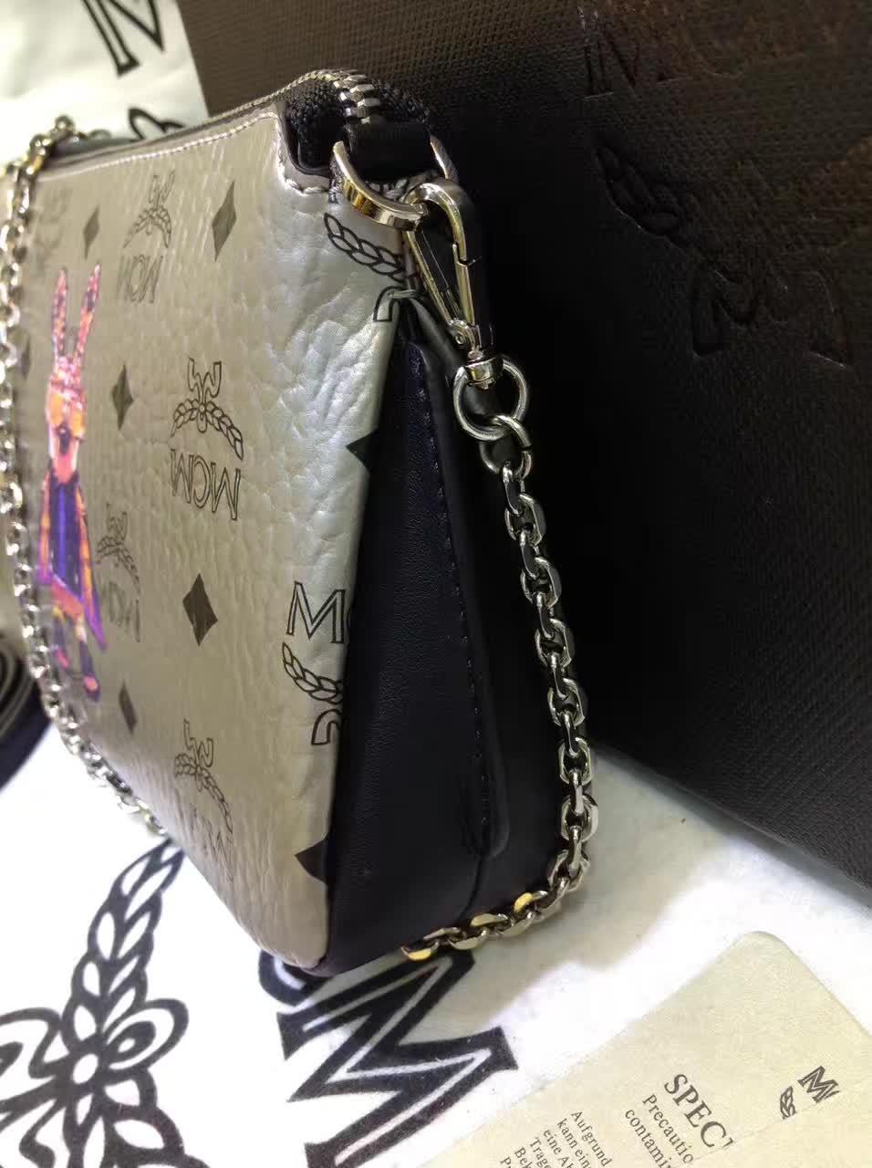 MCM专柜新款 链条斜挎两用包 新纹路PVC配高品质牛皮 绒布内里 银色