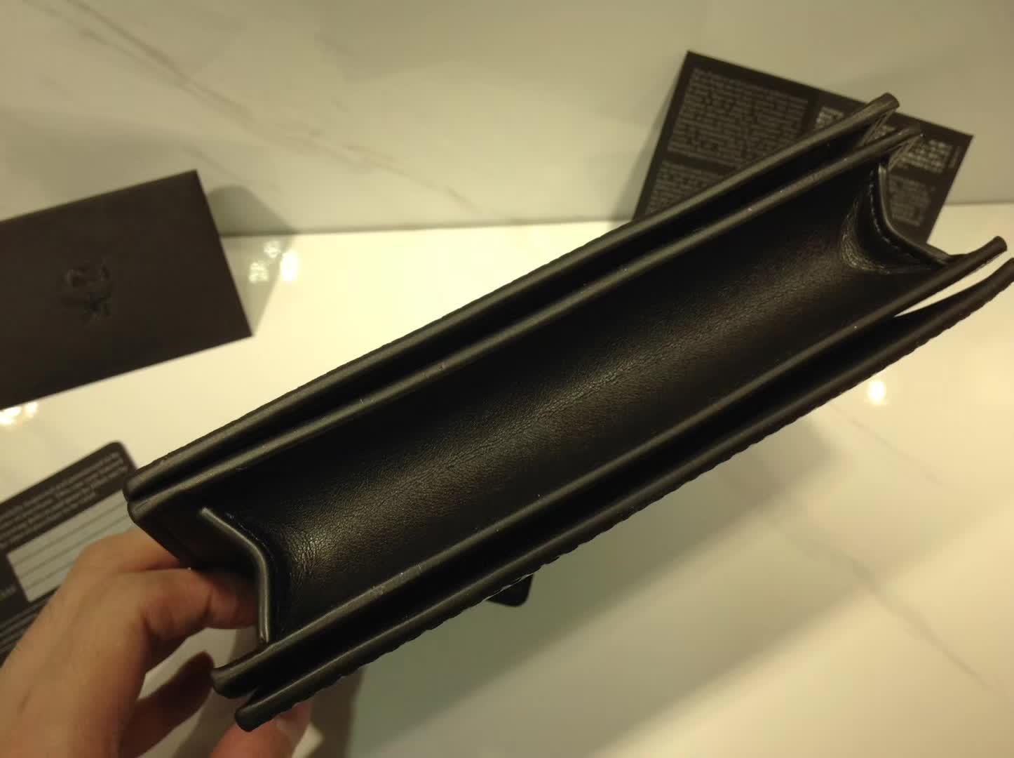 MCM官网 MCM新款单肩斜跨包 印花PVC面料配原版牛皮 黑色