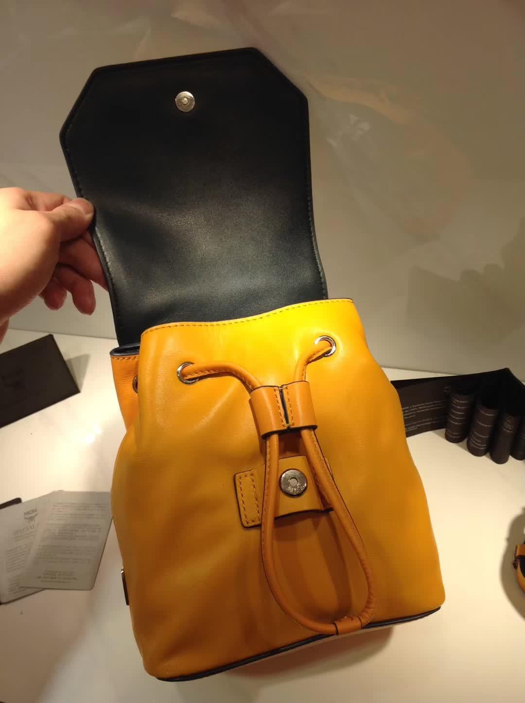 广州白云皮具城 MCM原单品质配包装 斜挎双肩全皮包 黄色