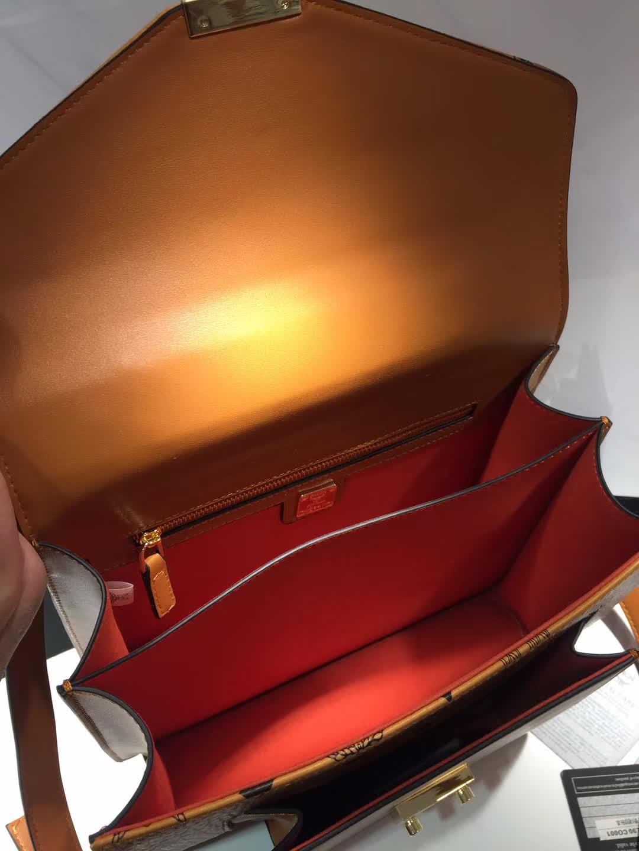 MCM官网2018新款 Patricia系列口袋款邮差包风琴包 外观独特 土黄