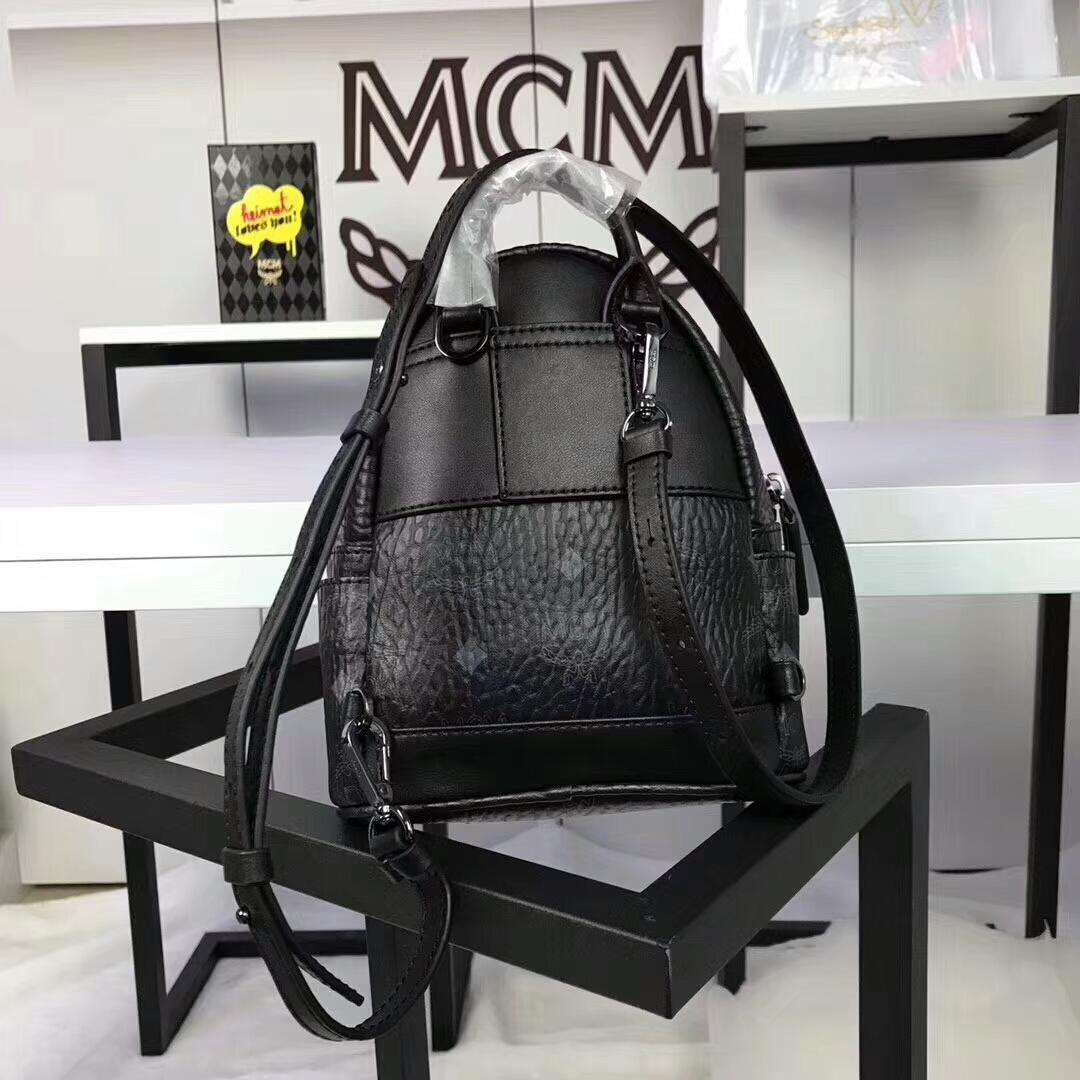 MCM兔子背包超迷你号 全新皮质纹理 内搭厚实耐用粗纹帆布 可斜跨可双肩背 黑色