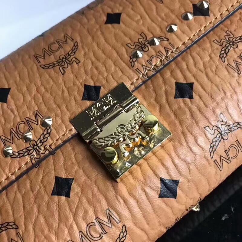 MCM Visetos Patricia系列打钉链条包 优雅自由 造型简约 土黄