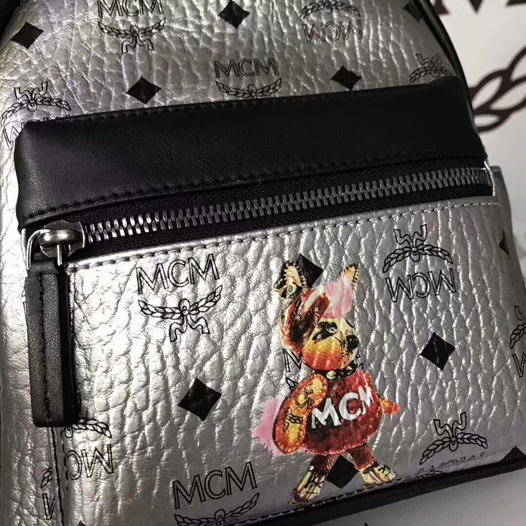 MCM兔子背包迷你号 全新皮质纹理 内搭厚实耐用粗纹帆布 银色
