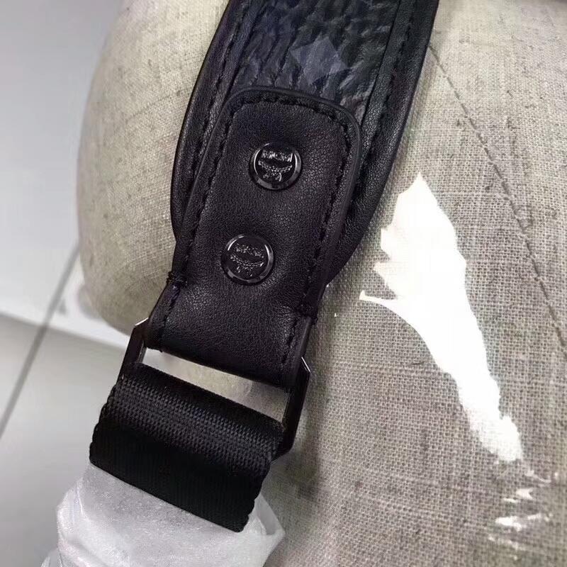 MCM经典款 四钉全新多面体五金 透气肩带全皮内里 黑色