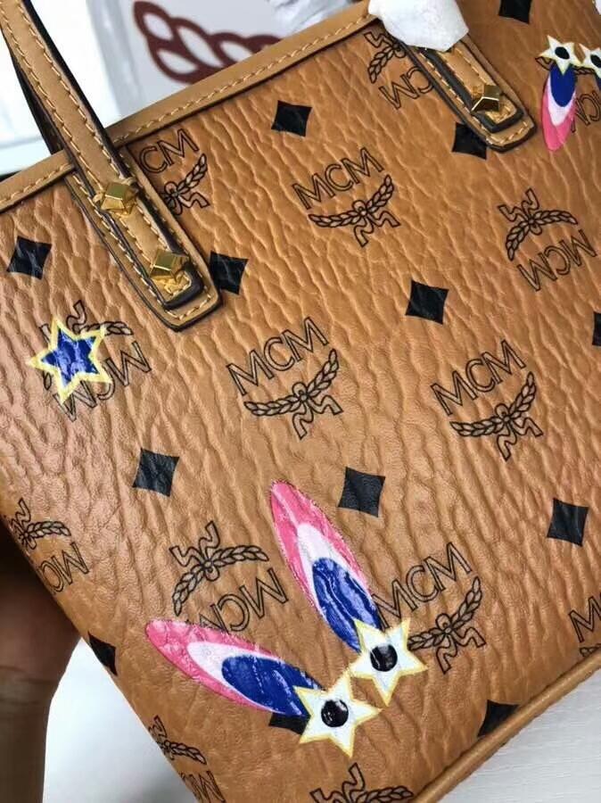 MCM2018新款 Mille幻想兔迷你购物袋 幻想兔图案 ykk拉链 铜牌独立编码 土黄