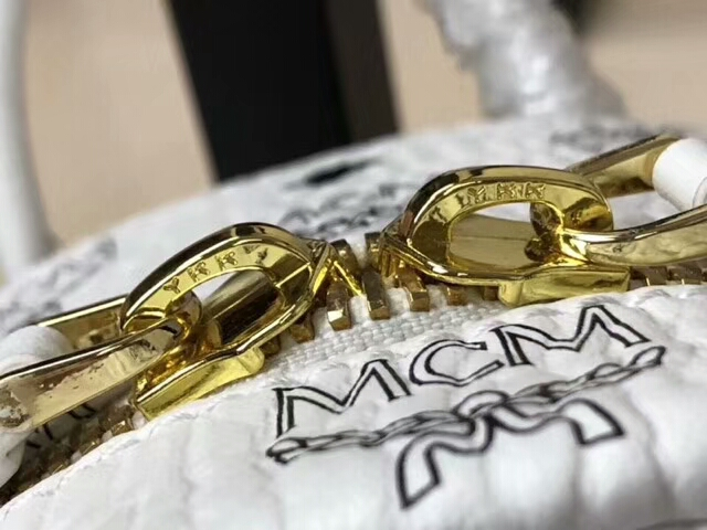 MCM韩国官网 2018春夏新款 珠钻彩虹兔子双肩包 重工钉珠工艺 可爱兔子图案 白色