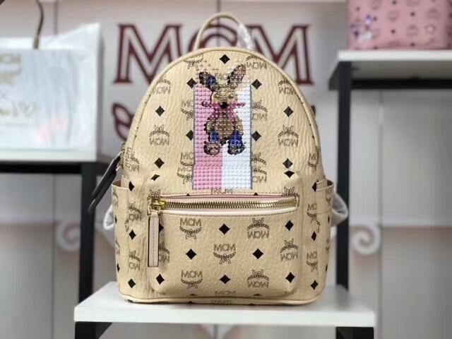 MCM韩国官网 2018春夏新款 珠钻彩虹兔子双肩包 重工钉珠工艺 可爱兔子图案 米白