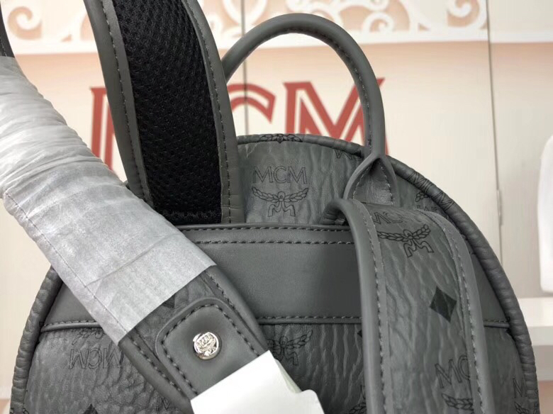 MCM韩国官网 侧钉新颜色小号 全新多面体五金透气肩带 柔软全皮内里 深灰色