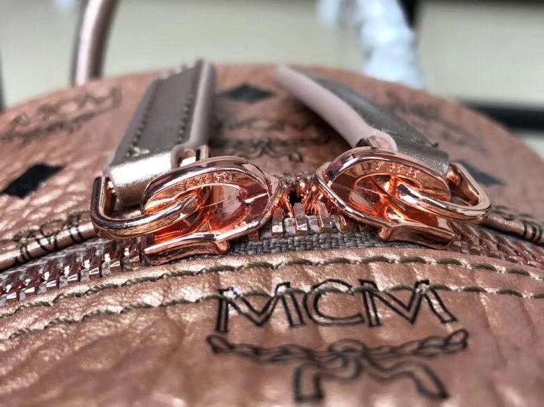 MCM韩国官网 侧钉新颜色小号 全新多面体五金透气肩带 柔软全皮内里 香槟金