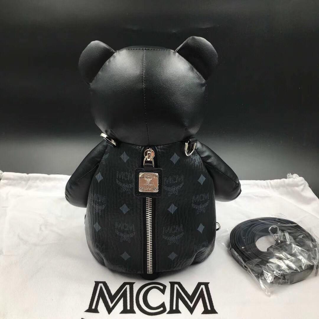 MCM官网同步 Bear Doll熊娃娃系列斜跨双肩背包 优雅好玩 黑色