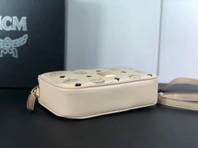 MCM新款相机包 选用Visetos印花涂层面料 精制而成 原单五金logo 米白