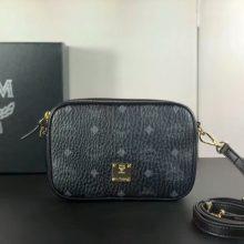 MCM新款相机包 选用Visetos印花涂层面料 精制而成 原单五金logo 黑色