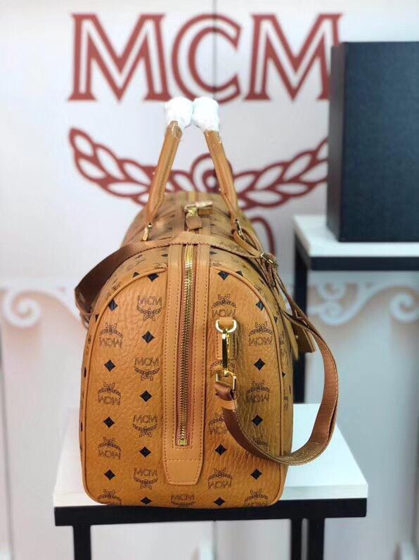 MCM包包批发 Traveler Visetos周末旅行包 耐用的Visetos印花涂层帆布与粘合衬里制成 土黄