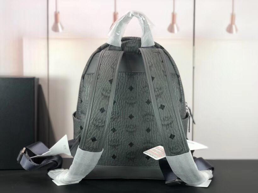 MCM Trilogie Stark Viseto双肩包 彰显传统设计理念 主隔层宽敞 灰色
