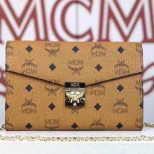 MCM Patricia系列 斜挎包单肩包折叠翻盖钱包 采用涂层帆布制成 风琴式隔层 土黄