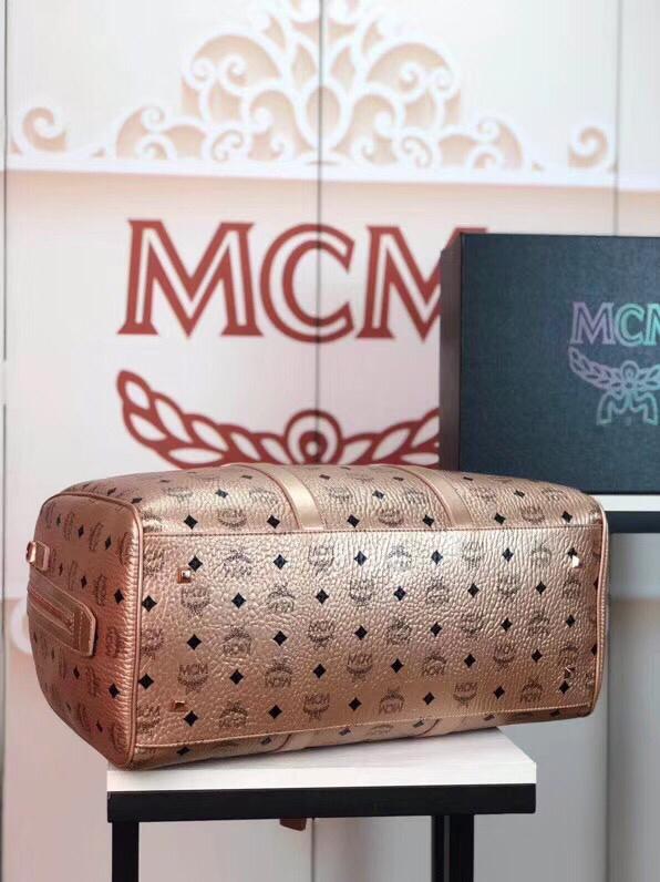 MCM包包批发 Traveler Visetos周末旅行包 耐用的Visetos印花涂层帆布与粘合衬里制成 香槟金